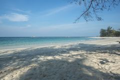 Relaxe e acalme na praia de Trikora, Bintan Ilha-Indonésia fotografia de stock royalty free