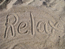 Relaxe escrito na areia Foto de Stock Royalty Free