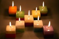 Relaxe momentos com um cubo das velas Fotografia de Stock Royalty Free