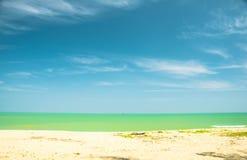 Relaxe na praia e no mar tropical foto de stock royalty free