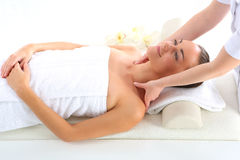Relaxe nos termas - mulher na massagem Imagem de Stock Royalty Free