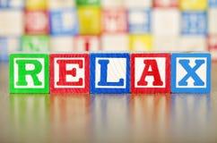 Relaxe soletrado para fora em blocos de apartamentos do alfabeto Imagens de Stock Royalty Free