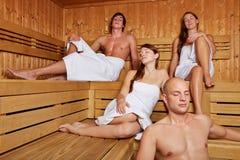 Relaxed люди сидя в sauna Стоковые Изображения RF