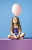 Relaxed girl holding a balloon Royalty Free Stock Photos