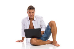 Relaxed Man Posing With Laptop Royalty Free Stock Photos