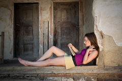 Relaxed reading Royalty Free Stock Photography