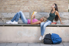 Relaxed students Royalty Free Stock Photography