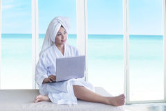 Relaxed woman with laptop Royalty Free Stock Photography