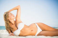 Relaxed woman posing at the beach Royalty Free Stock Images