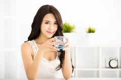 Relaxed young smiling woman drinking Royalty Free Stock Photos
