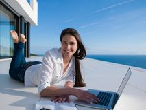 Relaxed young woman at home working on laptop Royalty Free Stock Photos