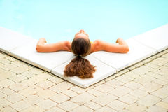 Relaxed young woman laying in pool Royalty Free Stock Photos