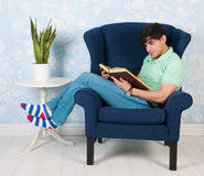 Relaxing and reading at home Royalty Free Stock Photography