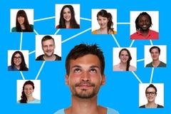 Relazioni, amici e contatti nella rete sociale fotografie stock