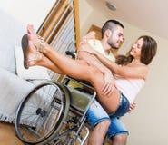 Relazioni romantiche in sedia invalida Immagini Stock Libere da Diritti