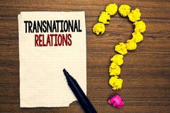 Relazioni sopranazionali del testo di scrittura di parola Concetto di affari per lacerato scritto diplomazia internazionale di re immagini stock