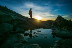 Relection гида горы на Moutain Kinabalu Стоковые Изображения RF