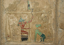 Relevación pintada egipcia antigua imagenes de archivo