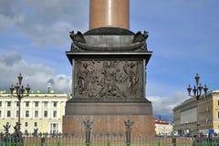 Relevación en la base de la columna de Alexander, St Petersburg Fotografía de archivo