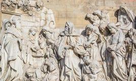 Relevo alto das paredes do templo destruído de Cristo o salvador imagens de stock