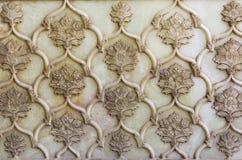 Relevo de bas delicado de mármore bonito na parede da mesquita de Vakil Imagens de Stock