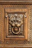 Relevo de madeira do leão fotos de stock royalty free