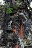 Relevo em uma porta de Bali, Indonésia Foto de Stock