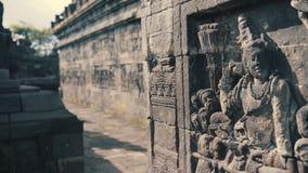 Relevos de Bas na parede do templo de Borobudur vídeos de arquivo