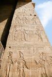 Relevos na parede do templo de Edfu Imagem de Stock
