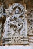 Relevos ornamentado do painel de parede que descrevem a dança de Krishna na cabeça de Kalia serpant e que matam eventualmente o T foto de stock royalty free