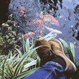 Relex με τη λίμνη Στοκ Εικόνα
