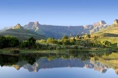 Relfection de Drakensberg Imagen de archivo libre de regalías