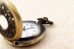 Relógio de bolso no papel do vintage Foto de Stock Royalty Free