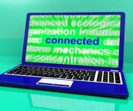 Relié sur l'ordinateur portable montre des communications et des connexions Photo stock