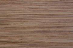 In reliëf gemaakte textuur bruine oppervlakte met chaotische strepen stock fotografie