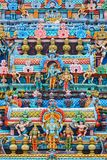 Reliefes di Bas sulla torre di gopura del tempio indù Sri Ranganathasw Fotografie Stock