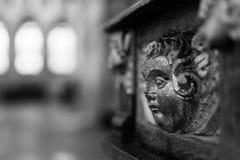 Relievo na sas Chrzcielnej chrzcielnicie w studniach Katedralnych Zdjęcie Stock