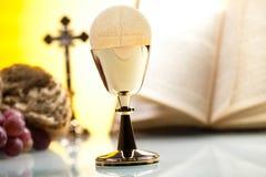 Religião da cristandade do símbolo, fundo brilhante, conce saturado foto de stock