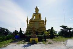 A religião do curso do ouro do deus do budismo do templo de Tailândia da Buda fotografia de stock