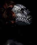 Religión. Adoración. Hembra negra en máscara ceremonial Fotografía de archivo libre de regalías