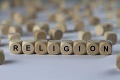 Religión - cubo con las letras, muestra con los cubos de madera Imagen de archivo