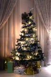 Religión del regalo de las luces del árbol de navidad imagen de archivo