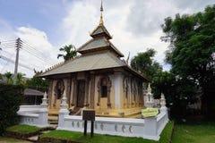 Religión del viaje del oro de dios del budismo del templo de Tailandia el Buda Fotos de archivo libres de regalías