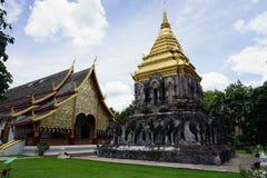 Religión del viaje del oro de dios del budismo del templo de Tailandia el Buda Foto de archivo