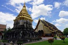Religión del viaje del oro de dios del budismo del templo de Tailandia el Buda Imagenes de archivo