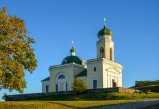 Religiös byggnad, ortodox kristen domkyrka med Green Dome royaltyfria foton