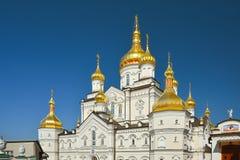 Religiös byggnad, ortodox kristen domkyrka med guld- dom royaltyfri fotografi