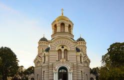 Religiös byggnad, ortodox kristen domkyrka med guld- dom royaltyfri foto