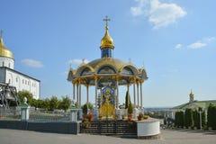 Religiös byggnad, ortodox kristen domkyrka Sommaraltare I royaltyfria bilder
