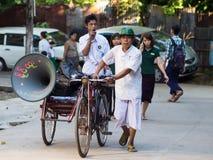 Religiös propaganda i Yangon, Myanmar Royaltyfri Bild